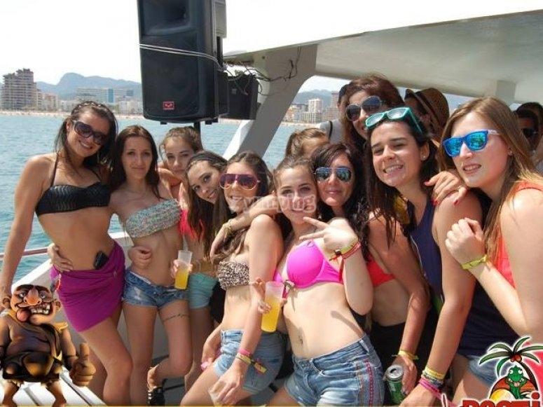 En bikini en el barco