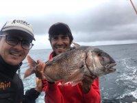 与朋友一起在兰萨罗特钓鱼