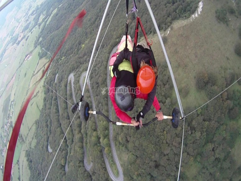 Flying in a tandem hang glider