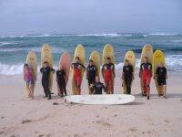 Il gruppo con le loro tavole da surf