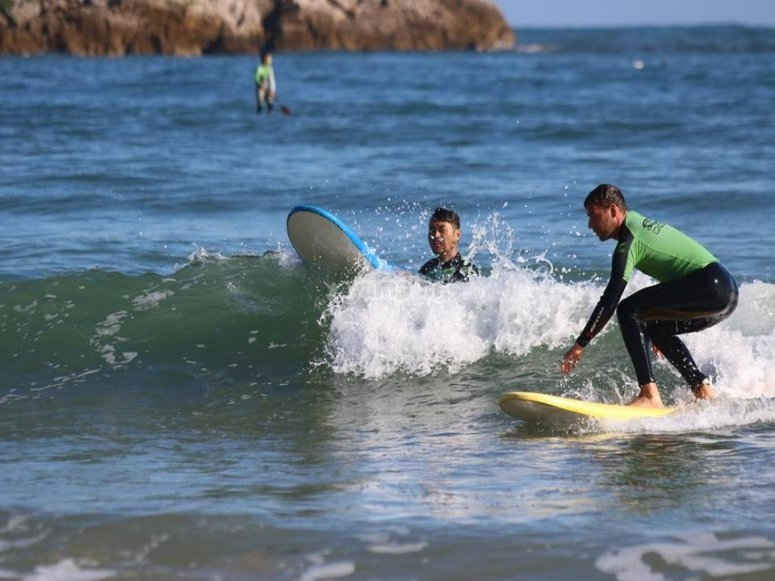 Practice surfing in Suances
