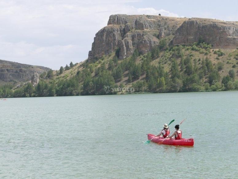 Recorrido en piragua en el lago
