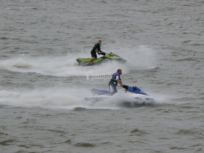 Riding together jet skiies