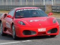 红色轿车式GT跑车