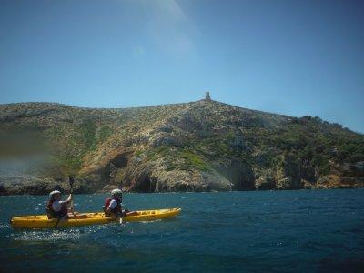 Ruta kayak por las cuevas de Dénia y snorkel 2h