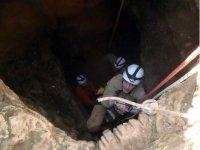 Saliendo de la Cueva de las Majadillas