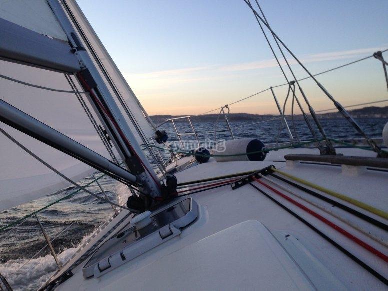 帆船航海体验帆船内部