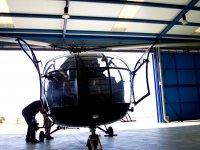 En el hangar