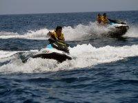 Paseos divertidos en moto de agua