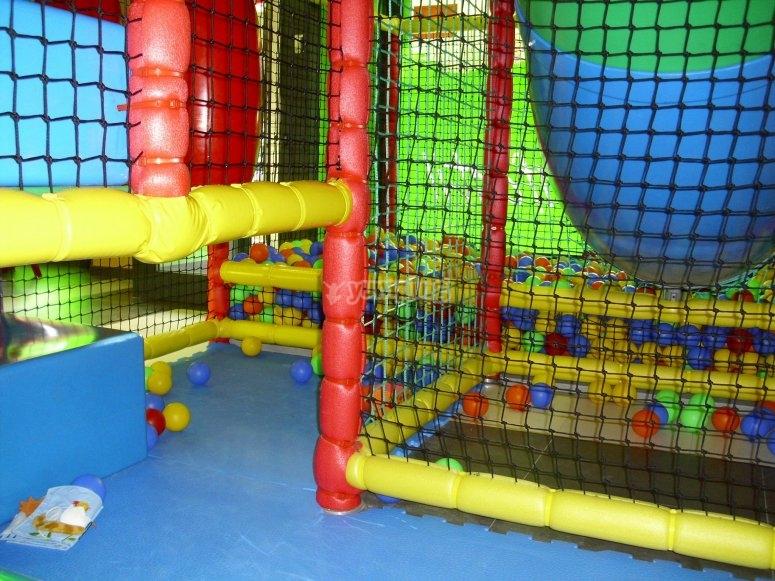 Juegos y laberintos hasta la piscina de bolas