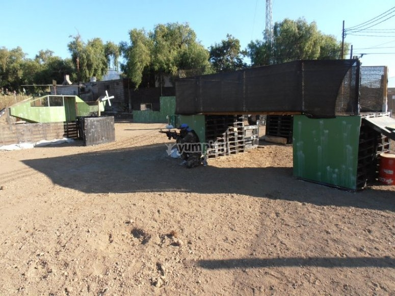 Outdoor space to play paintball