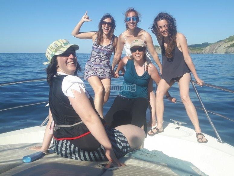 Chicas de despedida en barco