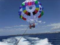 Momento familiar en parasailing