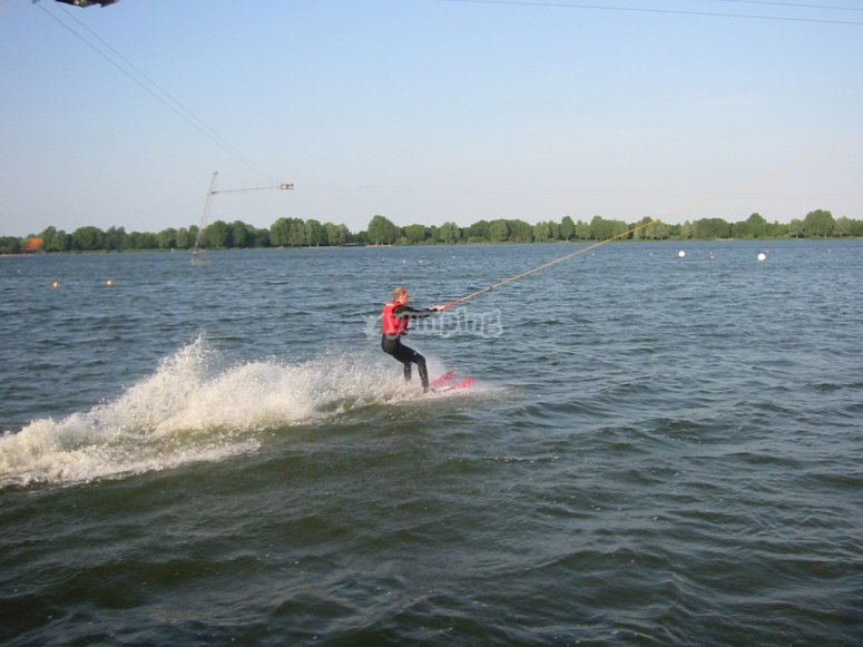 Practicando wakeboard