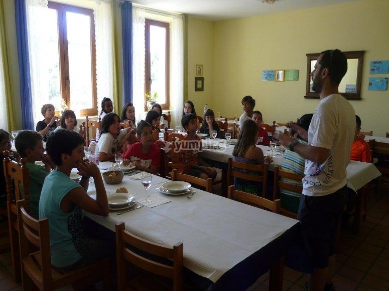 Comedor del campamento en Cantabria