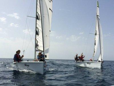 Scuola di vela a San José per bambini estivi