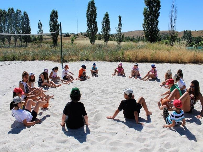 Sentados en la arena