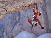escalando una pared horizontal