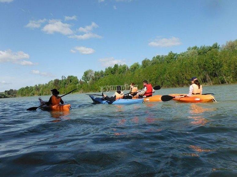 Remando en los kayaks