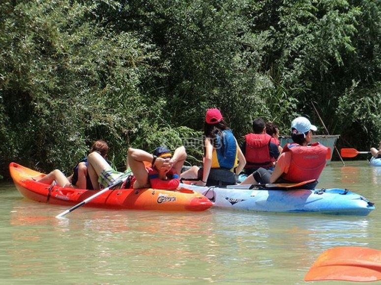 Dos kayaks en paralelo