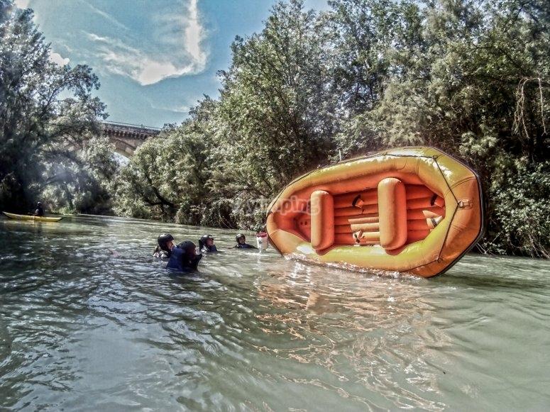 Dip facendo rafting