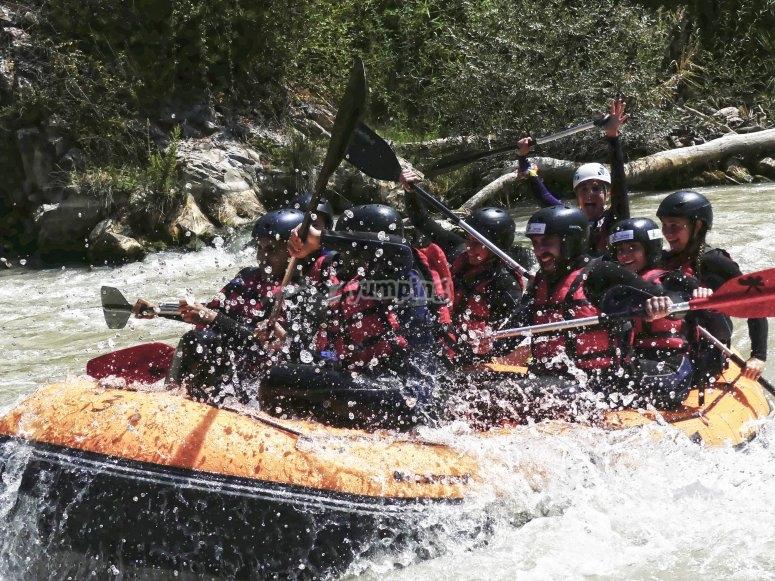 Superare un rafting veloce