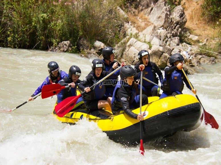 Raft en aguas bravas