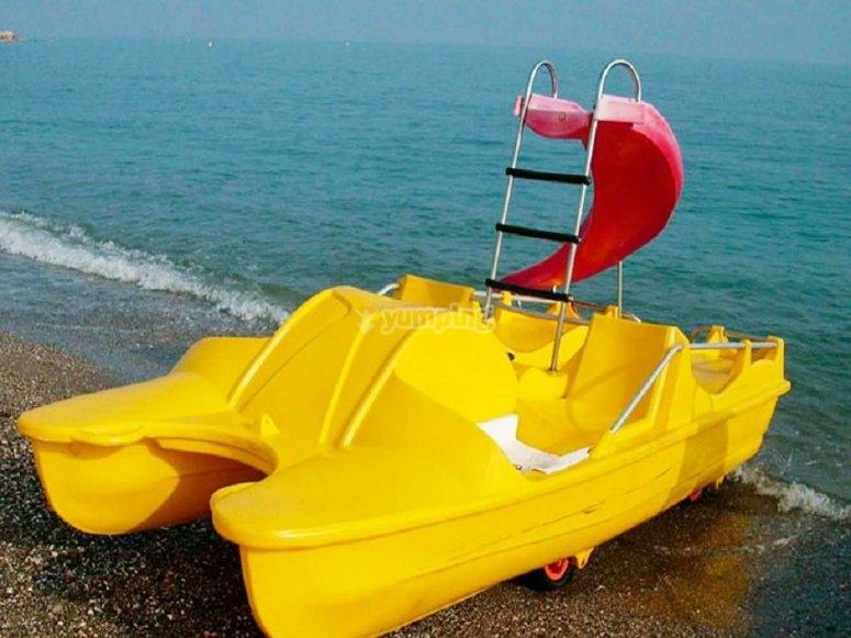 Barco de hidropedales