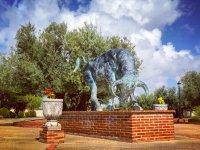 Monumento al toro en la finca