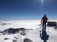 Esquiador en la sierra