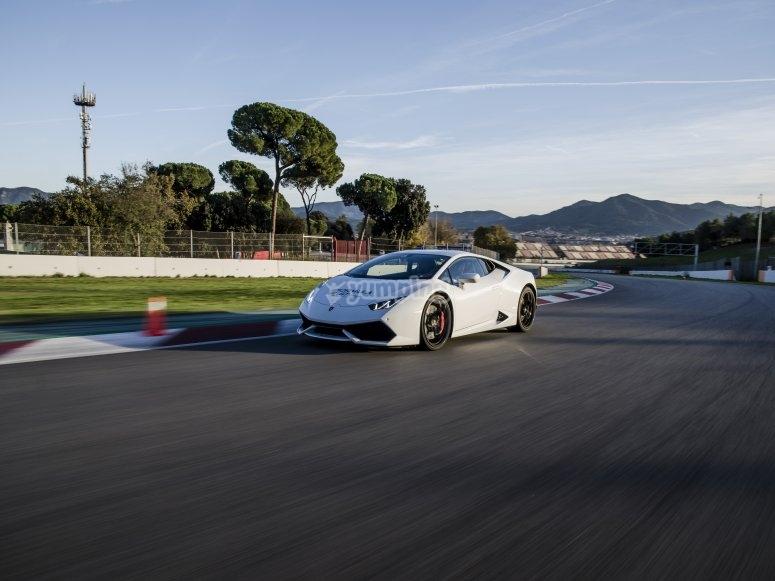 在Montmeló赛道上进行LamborghiniHuracán