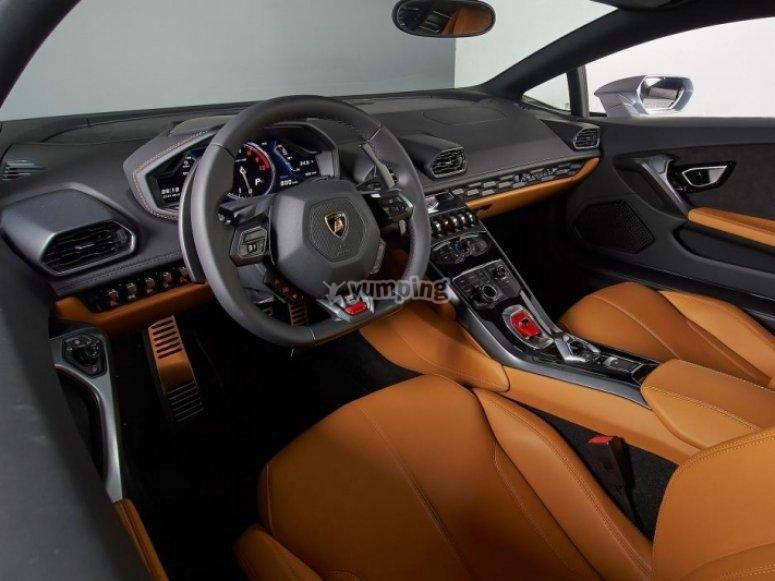 Interior del Lamborghini Huracan