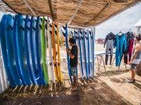 Colocando la tabla de surf
