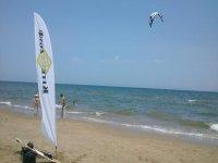 - 在Perellonet海滩