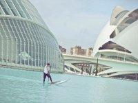 艺术与科学城的桨式冲浪课程