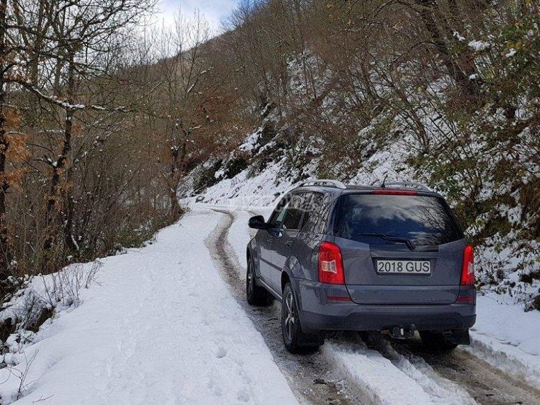 Veicolo 4x4 nella neve