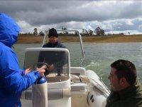 Practicas en barco junto a la orilla