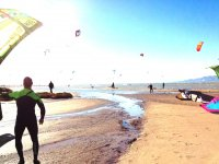 Sant Carles delaRàpita的风筝冲浪课程6h。