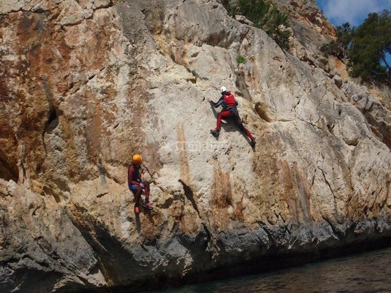 Deep-water soloing