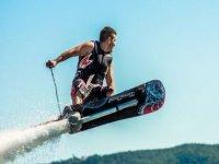 Subiendo en hoverboard