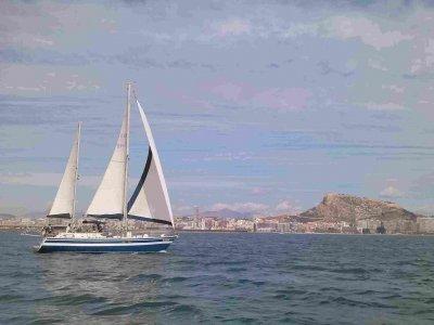 Paseo en barco en Alicante 2 horas temporada alta