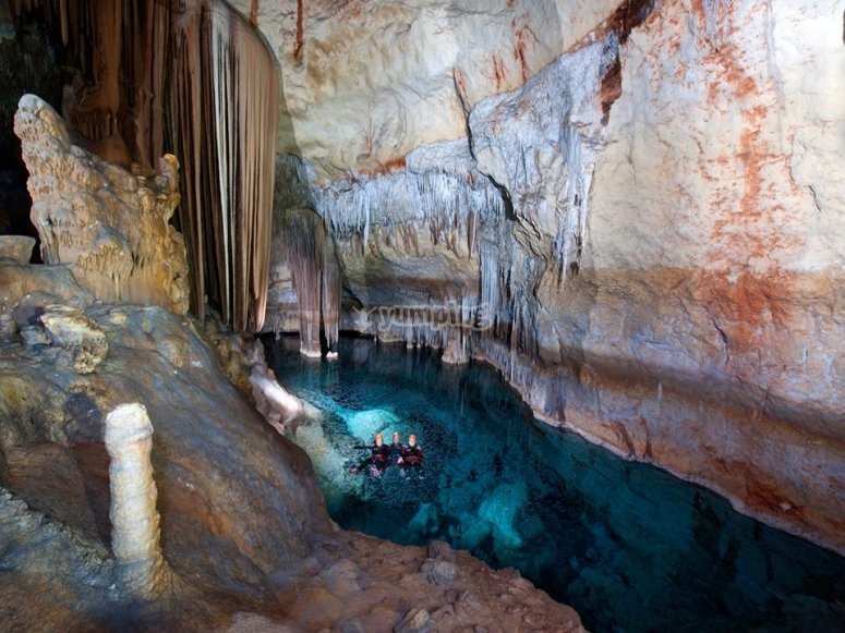 在地下洞穴