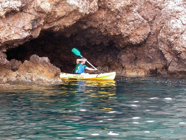 海洋保护区中的独木舟