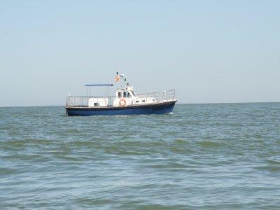 沿着CostadeCádiz乘船3小时。