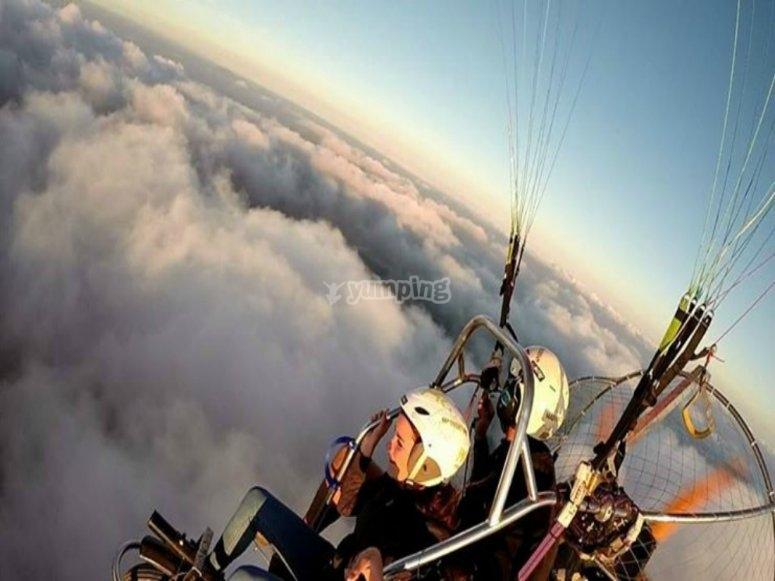 在云层上飞行