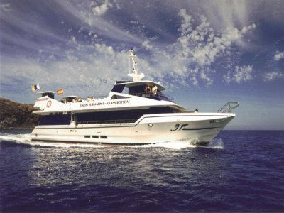 游览船水下视图La Graciosa儿童