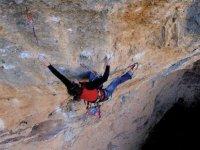 一个岩壁攀岩