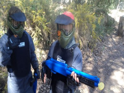 在Castellar 100球的Battle Paintball Junior