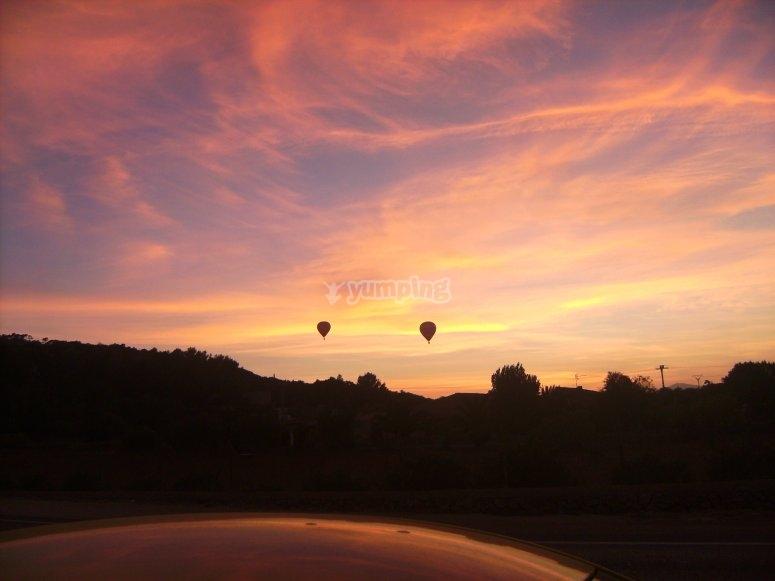 气球上美丽的夕阳