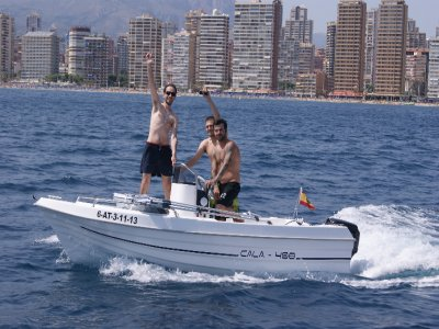 Drive a boat with a license in Benidorm 4hrs